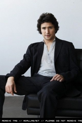 Matt Dallas wallpaper with a business suit, a suit, and a well dressed person entitled Matt Dallas