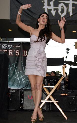"Megan @ ""Jennifer's Body' Hot Topic"" người hâm mộ Event"