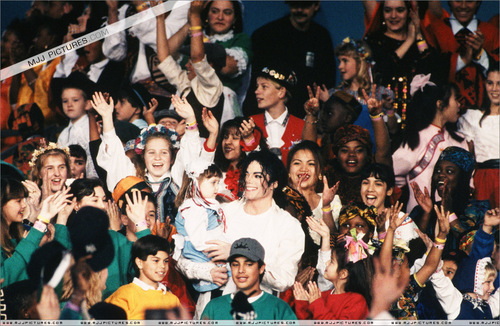 Michael and kids <3