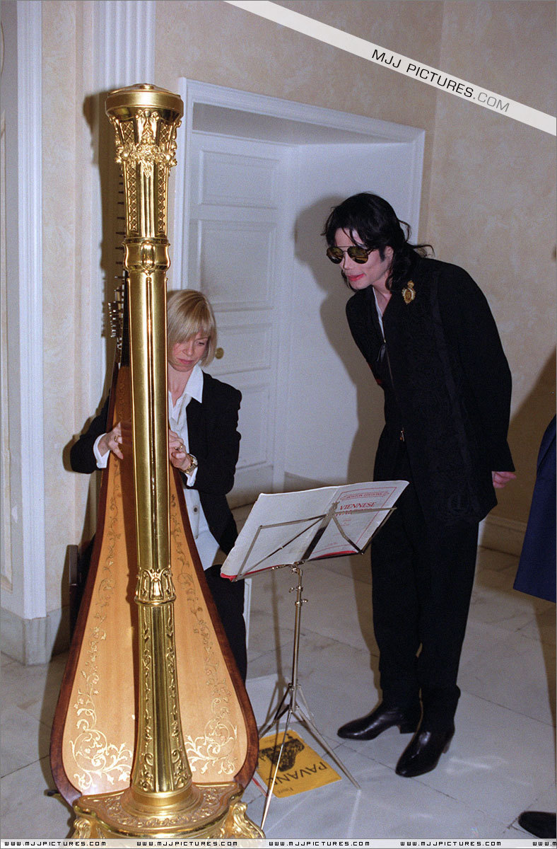 Michael in London (1999)