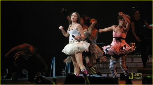 Miley Cyrus - 2009 Wonder World Tour