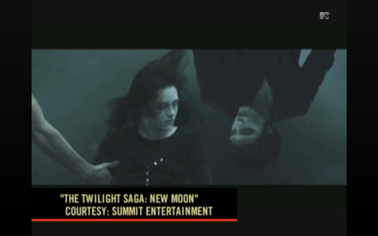 NEW new moon photos. [BIGGER]