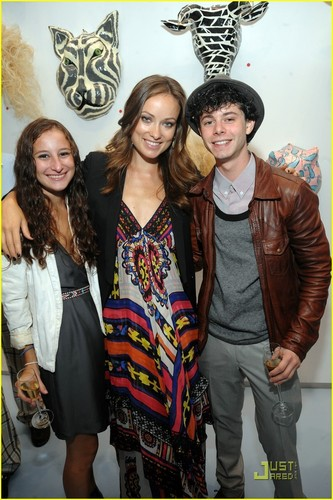 "Olivia Wilde @ the Brandaid Project's ""Mask & Mirrors"" Event (12/09/09)"