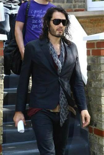 Russell in Лондон