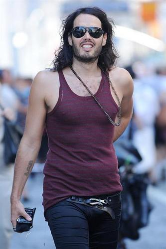 Russell Brand 바탕화면 possibly containing sunglasses entitled Russell in SoHo