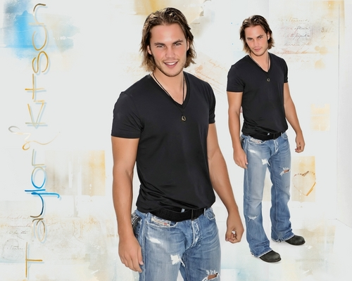 Taylor Kitsch Hintergrund containing bellbottom trousers, long trousers, and a hosenbein, pantleg entitled Taylor Kitsch <3