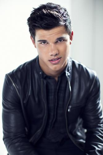 UHQ Megasized Taylor Lautner TW Photoshoot- WOW (and i'm not even on Team Jacob!)