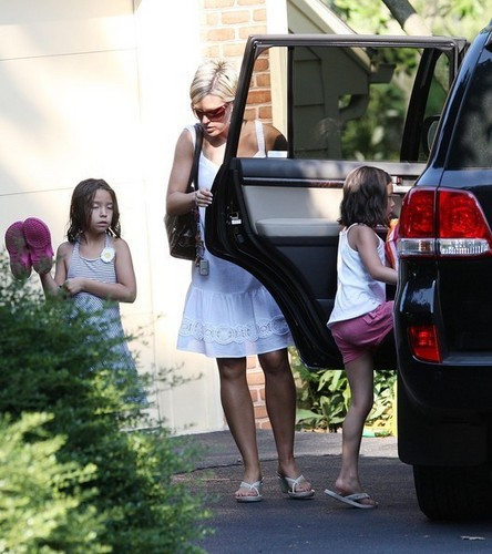 kate and her two twins come from a pool party