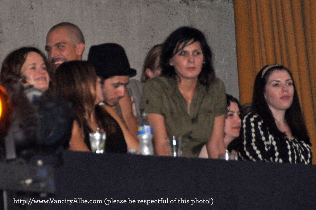 more Nikki with Paris Latsis and Elizabeth Reaser at 100 Monkeys concert