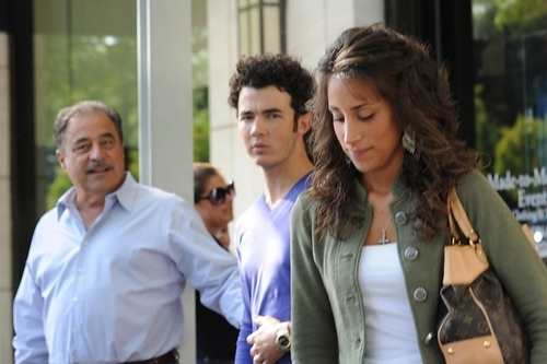 Kevin, Danielle and her parents in Manhasset, NY - 09/17