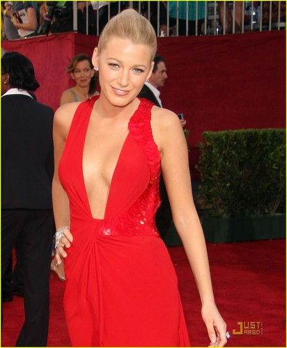 Blake Lively @ 2009 Primetime Emmy Awards