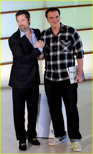 Brad Pitt karatasi la kupamba ukuta with a business suit, a well dressed person, and a suit called Brad Pitt