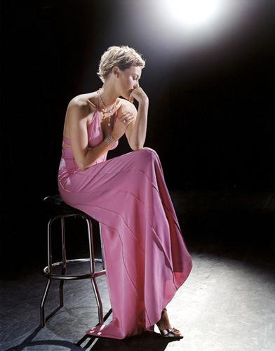 अभिनेत्रियों वॉलपेपर titled Connie Nielsen