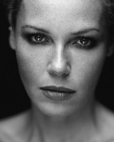 atrizes wallpaper containing a portrait called Connie Nielsen
