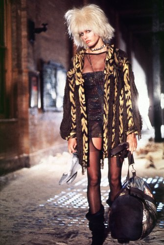 Blade Runner wallpaper possibly with a fur coat entitled Daryl Hannah as Pris in Blade Runner
