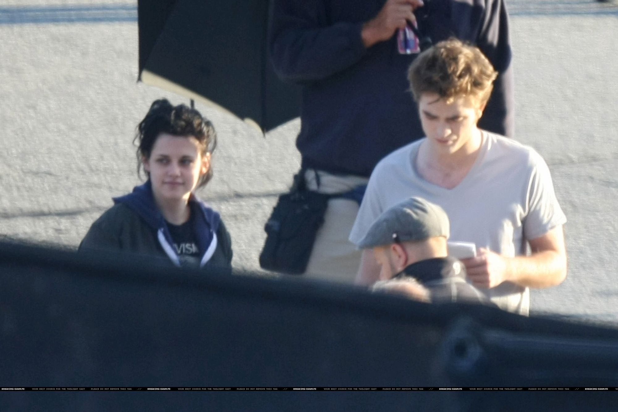 HQ Robsten on eclipse set testerday with Billy - before filming (having a cute laugh :)))
