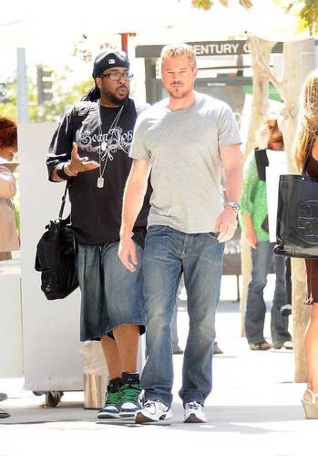JESSICA BIEL and ERIC DANE on set
