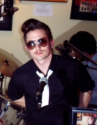 http://images2.fanpop.com/images/photos/8200000/Jackson-Rathbone-jackson-rathbone-8262524-311-400.jpg