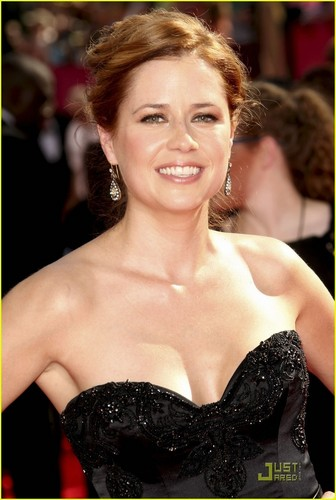 Jenna Fischer fond d'écran possibly containing attractiveness entitled Jenna @ the 2009 Emmy Awards