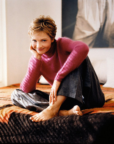 Pelakon wanita kertas dinding probably with bare legs, tights, and a living room entitled Joan Allen