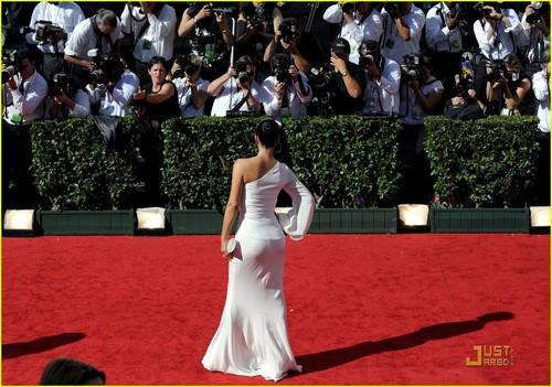 Kim & Kourtney @ 2009 Emmy Awards