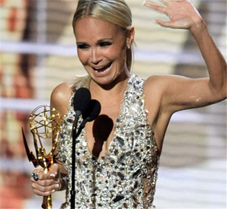 Kristin wins Emmy @ 61st Emmy Awards