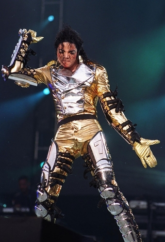 MJ in vàng (History Tour)