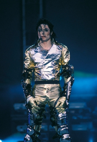 MJ in emas (History Tour)