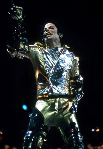MJ in goud (History Tour)