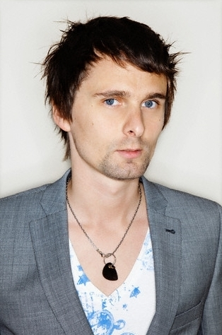 Matthew Bellamy wallpaper possibly with a business suit entitled Matthew