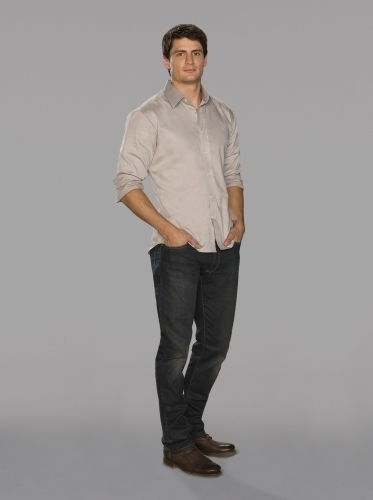 Nathan Scott 壁纸 containing a well dressed person, bellbottom trousers, and a pantleg, 裤裤 titled Nathan Scott Season 7 Promotional 照片