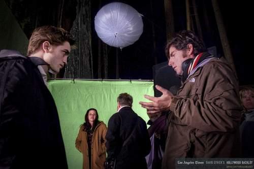 New Moon - Behind The Scenes - Chris Weitz and Robert Pattinson