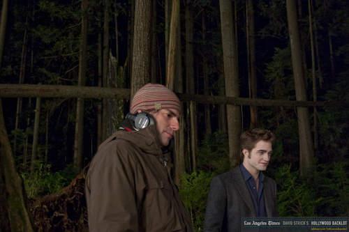 Robert Pattinson & Kristen Stewart 壁紙 titled New Moon set pictures