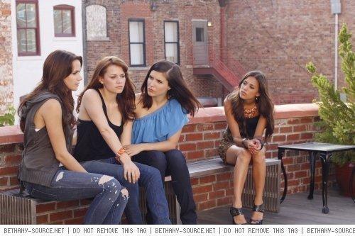 Quinn, Haley, Brooke & Alex- 7x03 Promo pic
