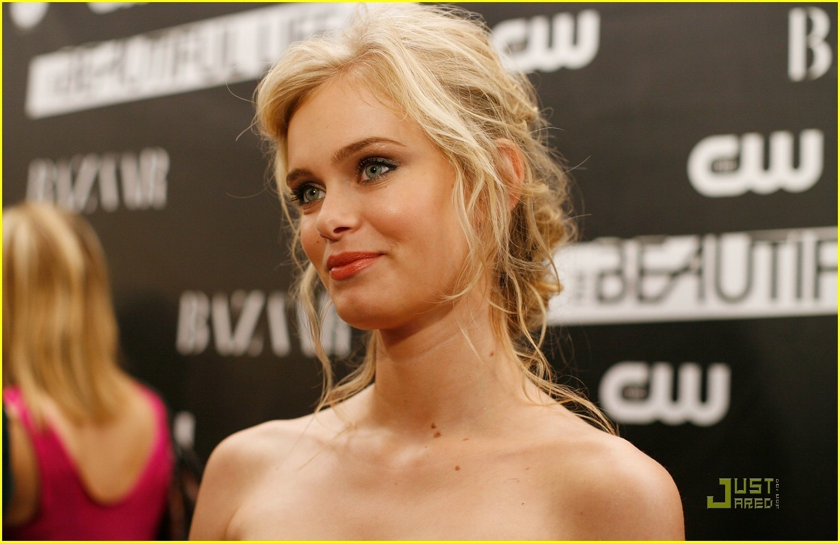 Sara Paxton - Wallpaper Hot