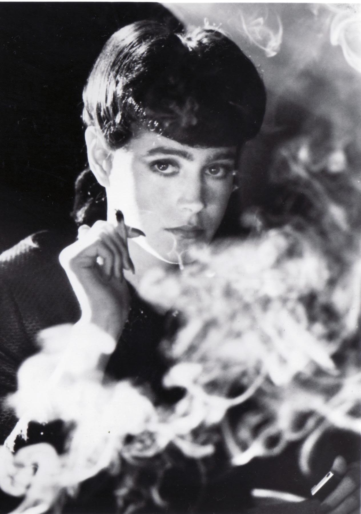 ブレードランナーのレイチェルと煙草の壁紙