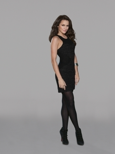 Shantel VanSanten as Quinn on One mti kilima