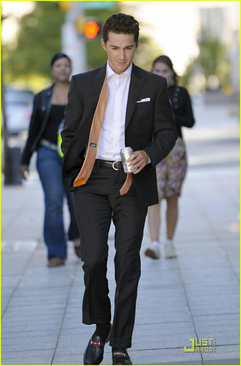 Shia-on-Set-Wall-Street-2-shia-labeouf-8