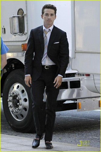 Shia on Set bacheca strada, via 2
