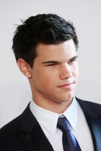 Taylor at CFDA Fashion Awards 11