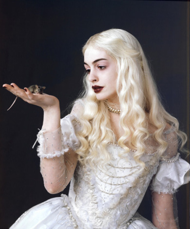 The White reyna - Alice in Wonderland
