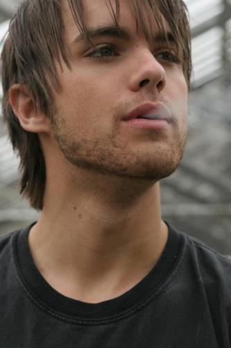 Thomas Dekker wallpaper probably with a jersey and a portrait called Thomas Dekker