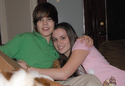 with his girlfriend?? - Justin Bieber 500x345