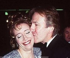 Alan Rickman karatasi la kupamba ukuta containing a portrait called Alan kissing Emma