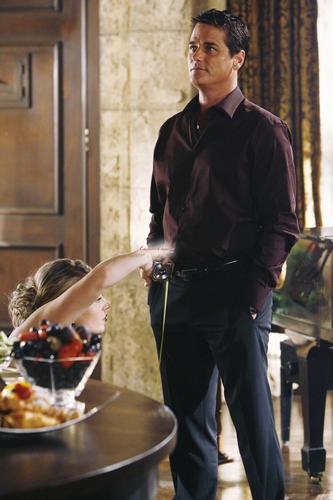 Eastwick 1x04 Fleas and basi, casserole stills