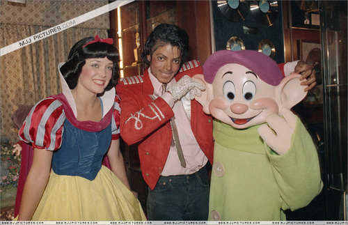Michael with Snow White - michael-jackson Photo