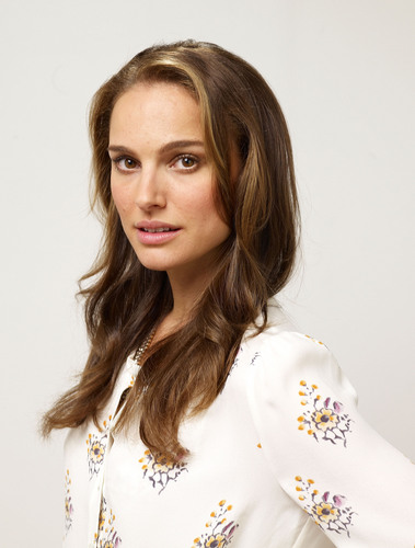 Natalie Portman wallpaper probably containing a portrait called Natalie Portman - HQ Toronto Film Festival Photocall