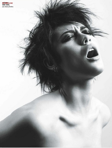 Olga Kurylenko | Cedric furgone, van Mol Photoshoot