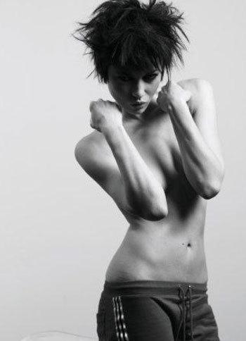 Olga Kurylenko | Cedric mobil van, van Mol Photoshoot