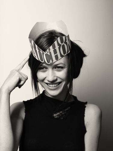 Olga Kurylenko | Cedric transporter, van Mol Photoshoot
